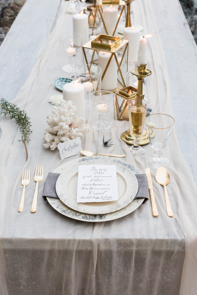 Elegant white tablescape with gold accents | KAngell Photography