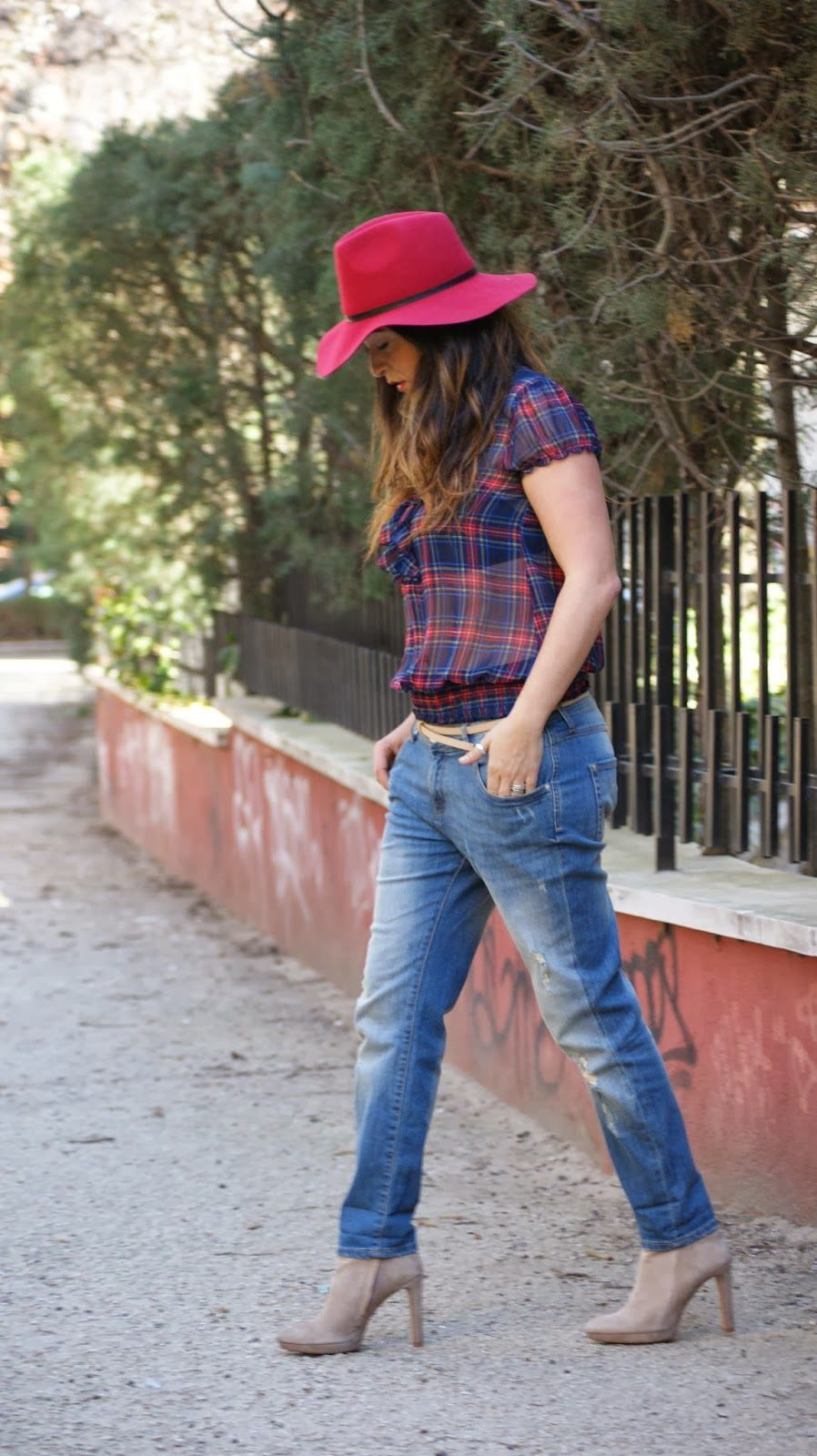 Boyfriend jeans fashion tips