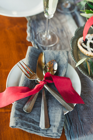 Ribbon tied cutlery | Amy Donohue Photography