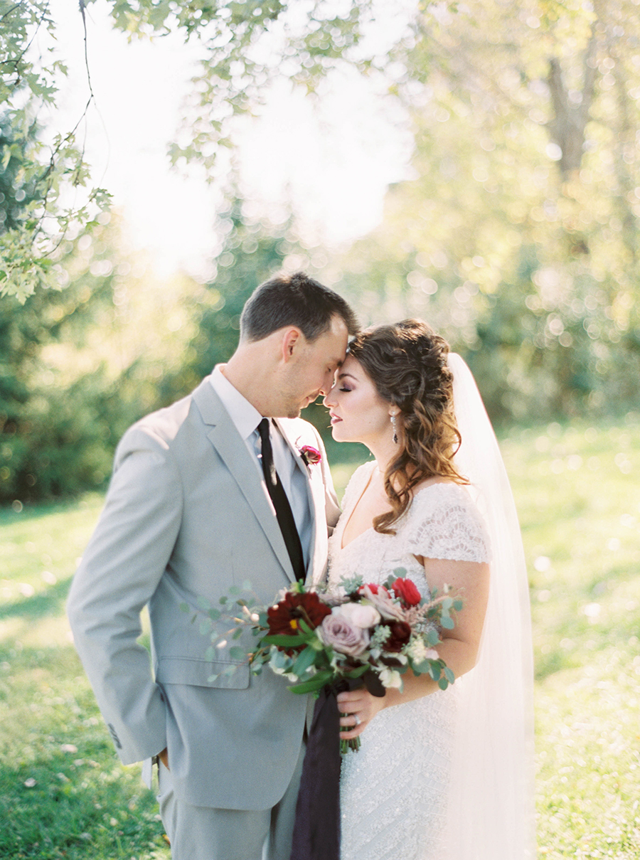 gray groom's suits - photo by Kelli Lynn Photography http://ruffledblog.com/fall-wedding-inspiration-from-the-big-fake-wedding