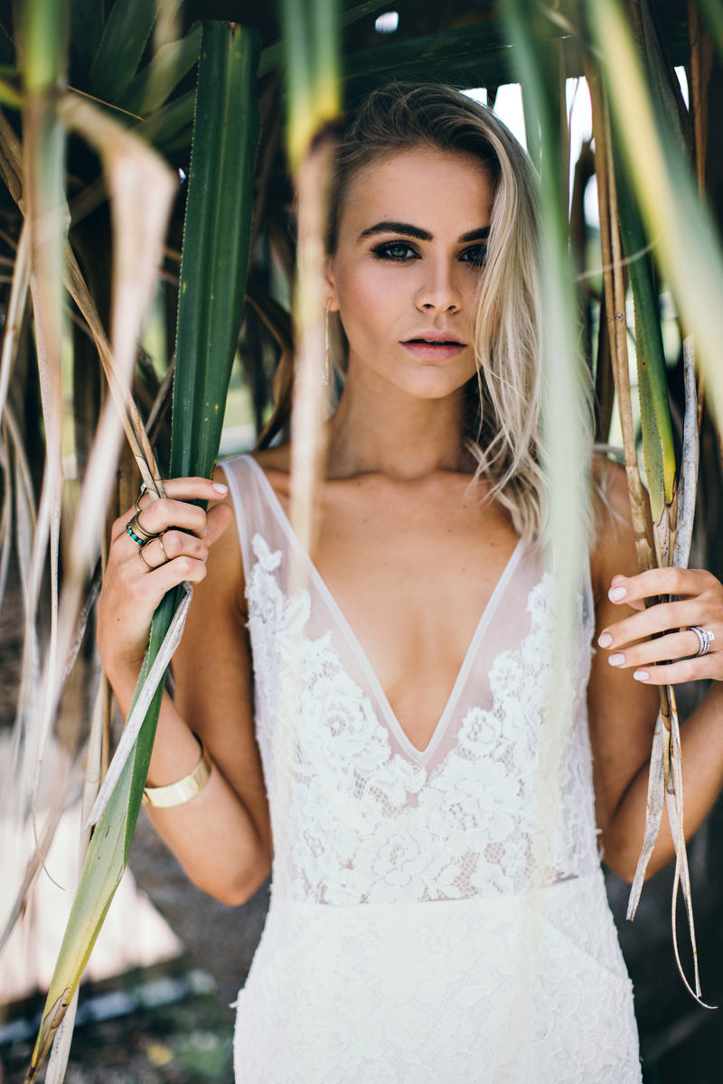 tropical bridal inspiration - photo by Ivy Road Photography http://ruffledblog.com/palm-springs-inspired-wedding-editorial-from-australia