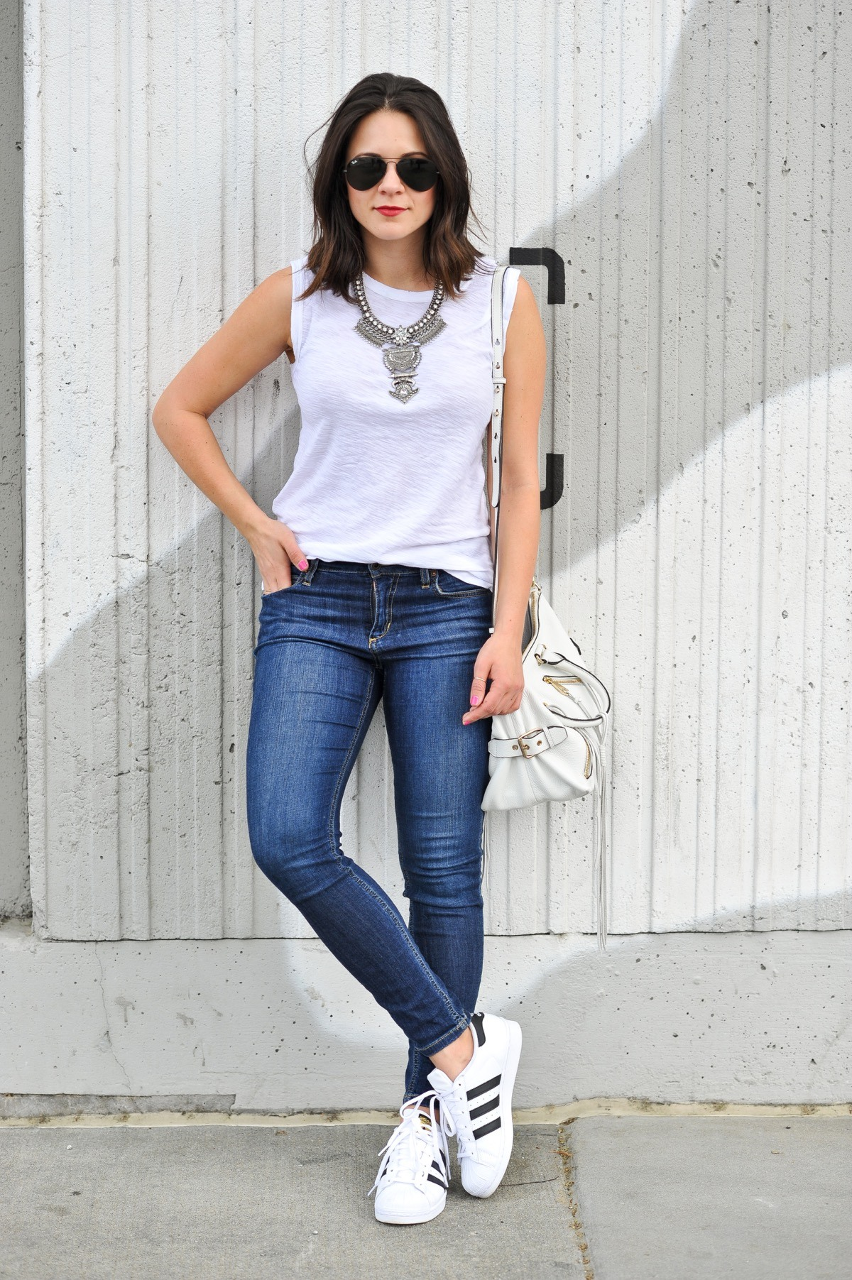cool ways to wear outfits with adidas shoes (16)