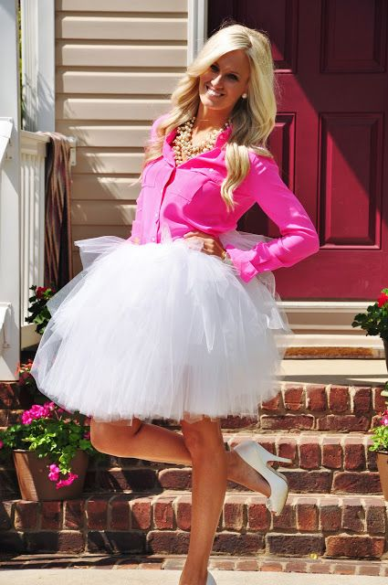 a white tulle skirt, a fuchsia shirt, heels and a statement necklace