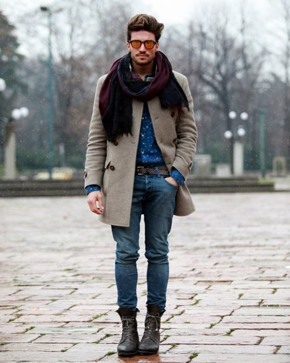 jeans, a beige coat, boots and a contrasting scarf