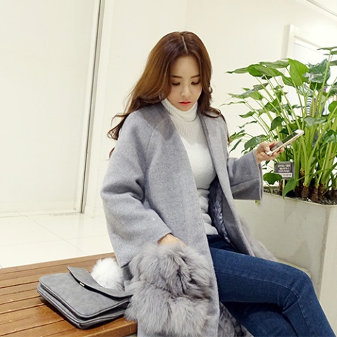 With white turtleneck, classic jeans and gray clutch