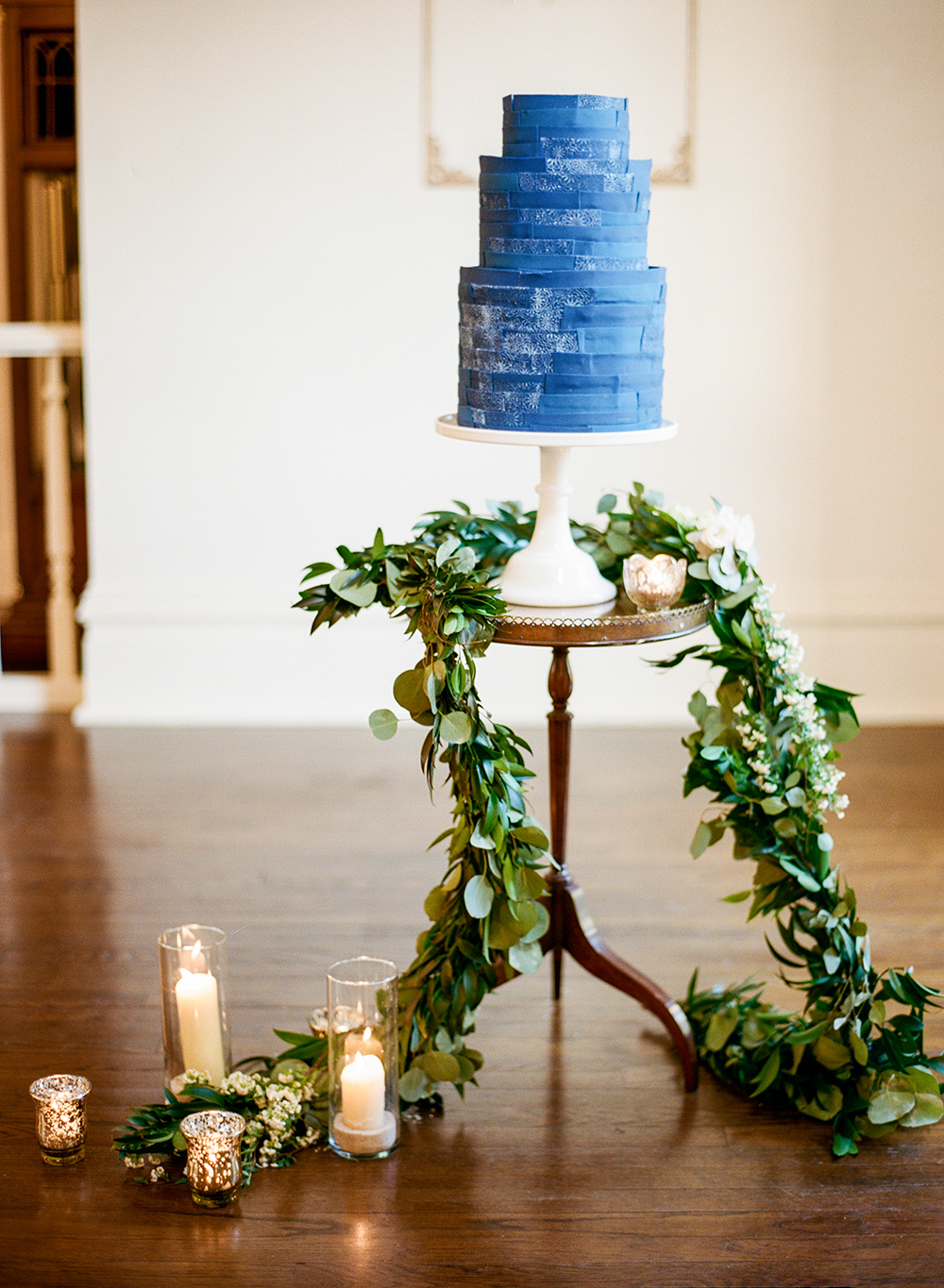 blue wedding cake - photo by Lisa Blume Photography http://ruffledblog.com/cyanotype-inspired-wedding-ideas