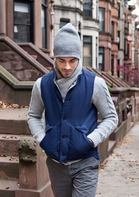 With beanie, light gray sweater and gray jeans