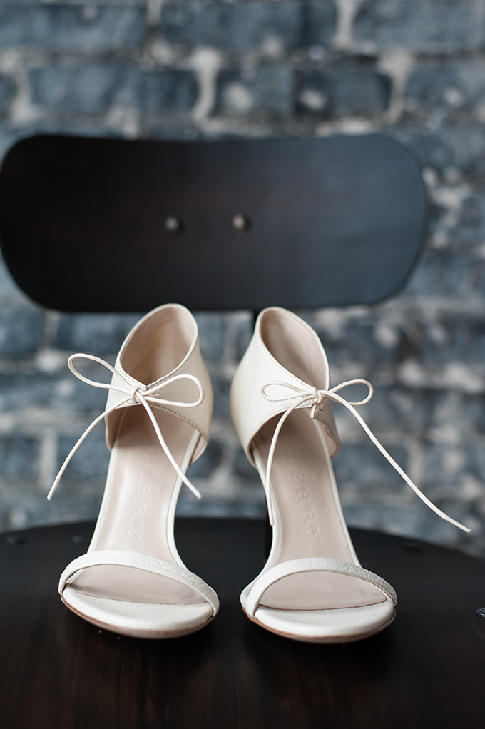 Minimalist white heels with bows