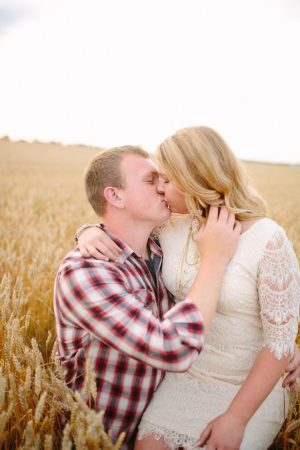 Romantic engagement picture - Morgan Lindsay Photography