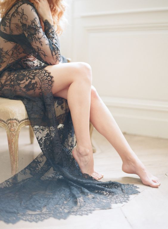 navy lace robe looks very eye-catching and sexy