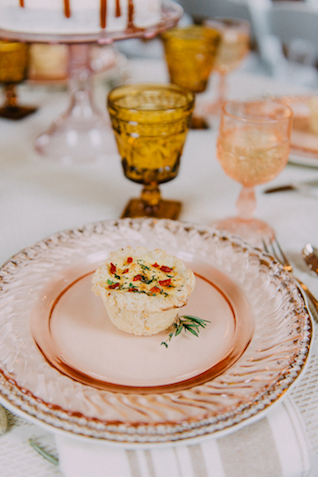Rose colored charger plates | GingerSnap Photography