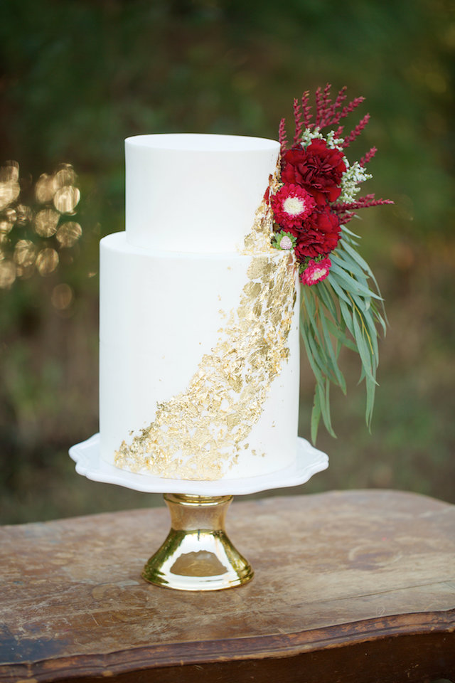Wedding cake with gold details | elovephotos