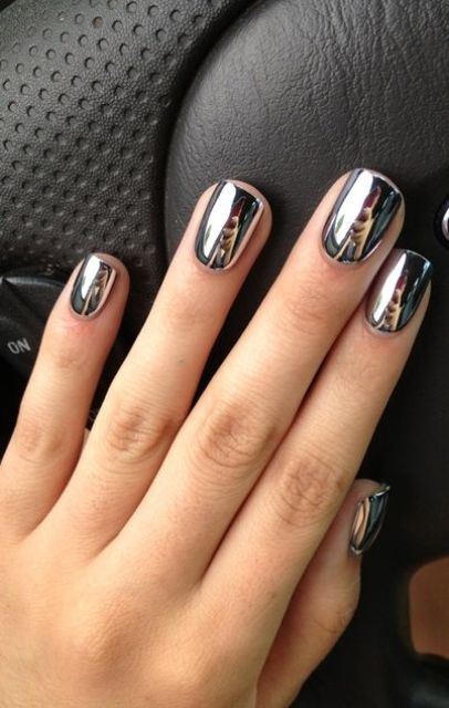 mirror manicure looks great with any outfit