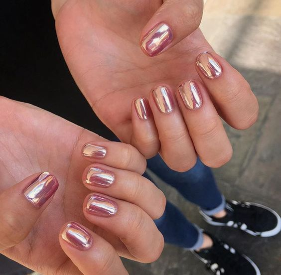 rose gold chrome nails look awesome