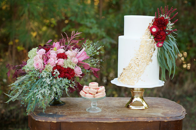 Gold and red wedding cake | elovephotos