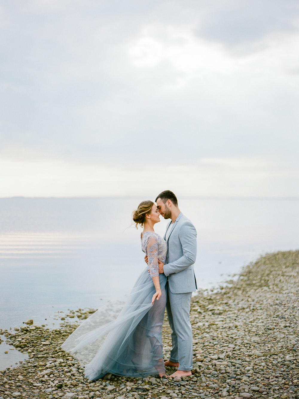 wedding photography - photo by Muravnik Photography http://ruffledblog.com/calming-baltic-sea-wedding-inspiration
