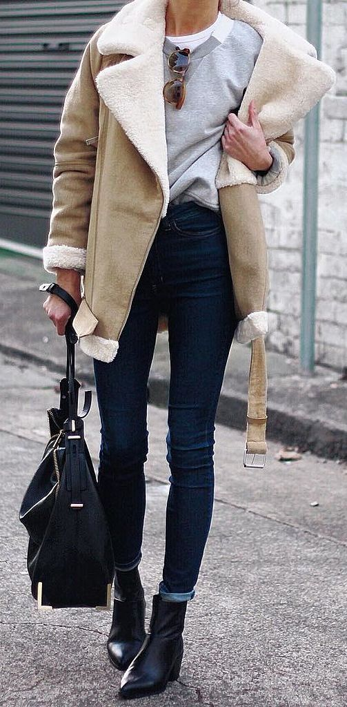 jeans, a sweatshirt and a neutral coat with faux fur