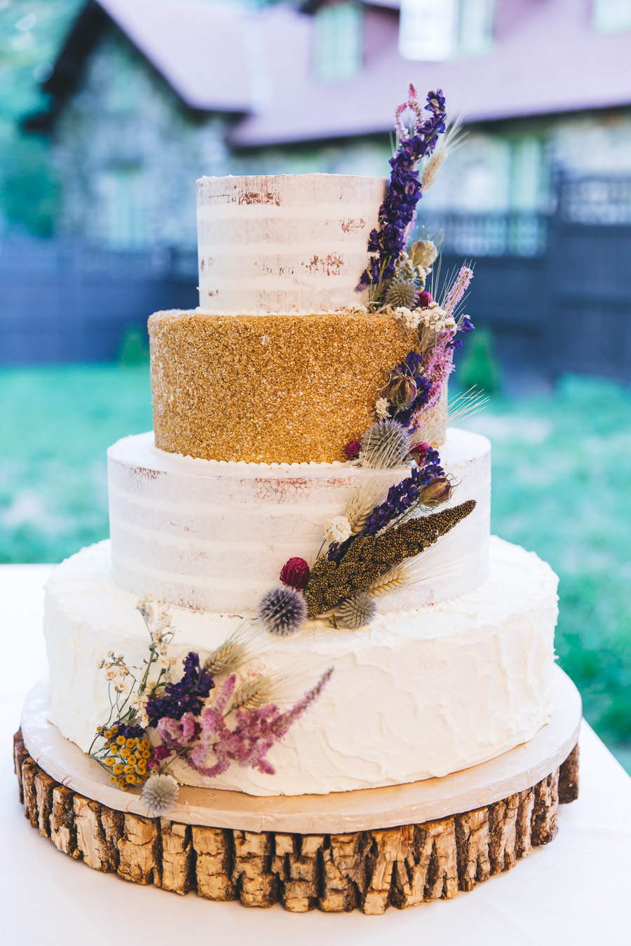 rustic wedding cakes - photo by Leona Campbell Photography http://ruffledblog.com/fall-wedding-inspiration-from-the-big-fake-wedding
