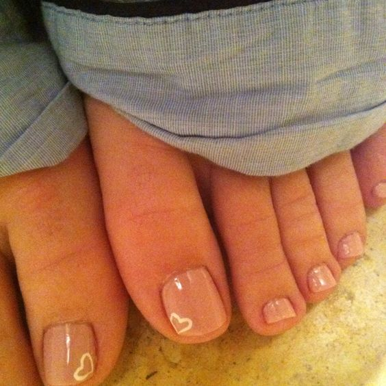 neutral toe nails with a white contour heart