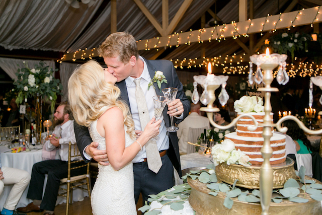 Cutting the cake | Leah Marie Photography