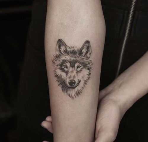 Gorgeous wolf tattoo idea