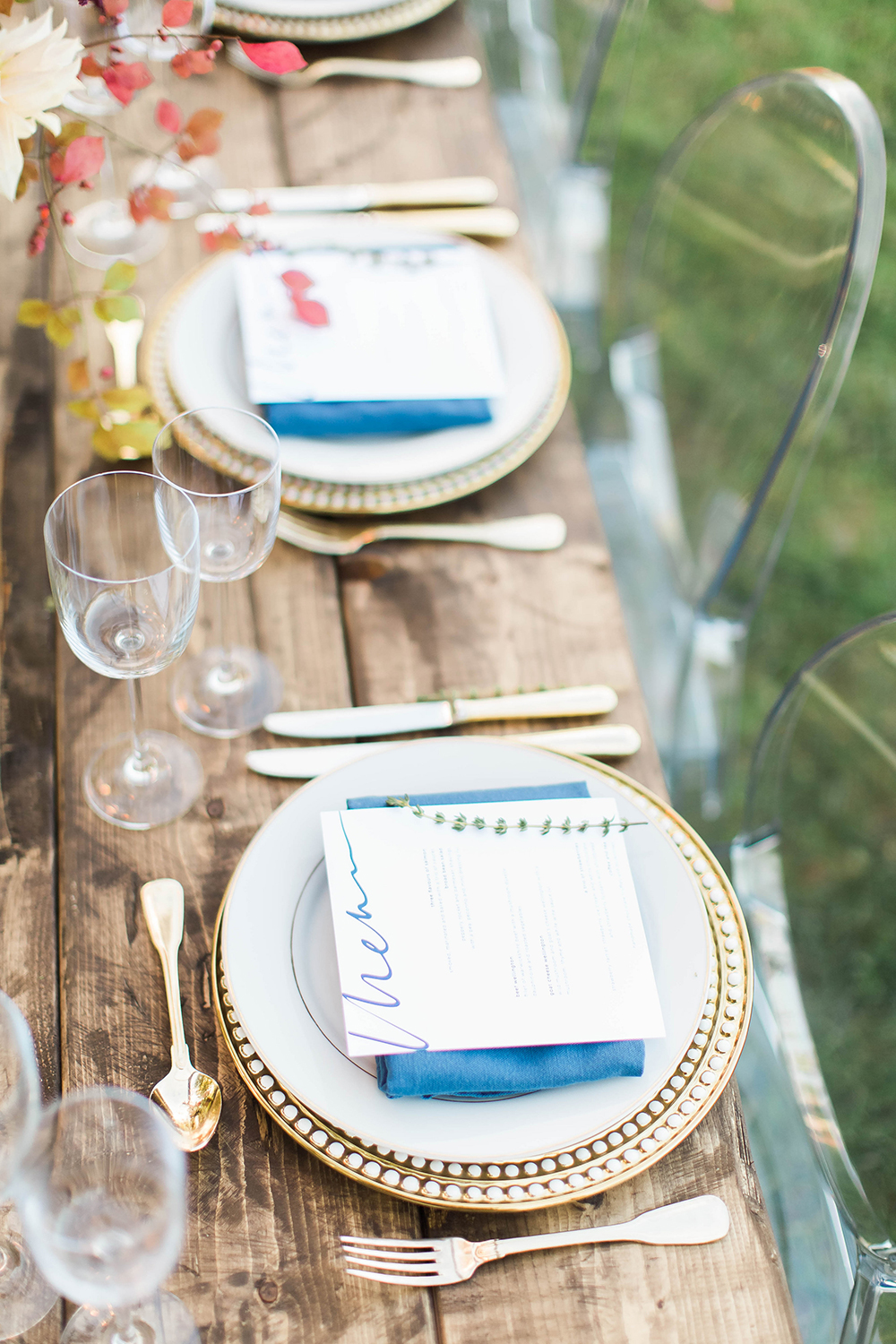 rustic tablescapes - photo by Candice Adelle Photography http://ruffledblog.com/historic-garden-wedding-inspiration