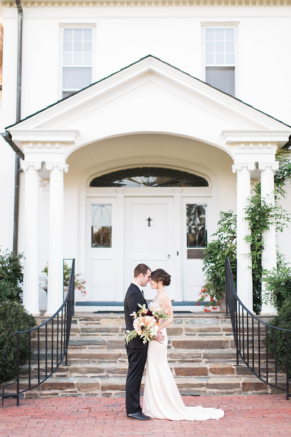 modern wedding inspiration - photo by Candice Adelle Photography http://ruffledblog.com/historic-garden-wedding-inspiration