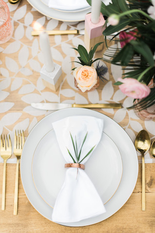 Mid century modern Palm Springs style place setting | Brittany Schlamp Photography