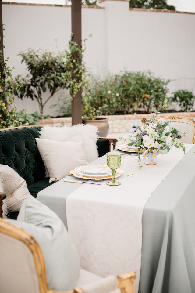 Classic Austin ranch wedding tablescape | Grey to Blue Photography