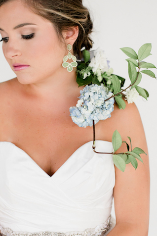 Icy blue and chartreuse wedding color palette | Grey to Blue Photography