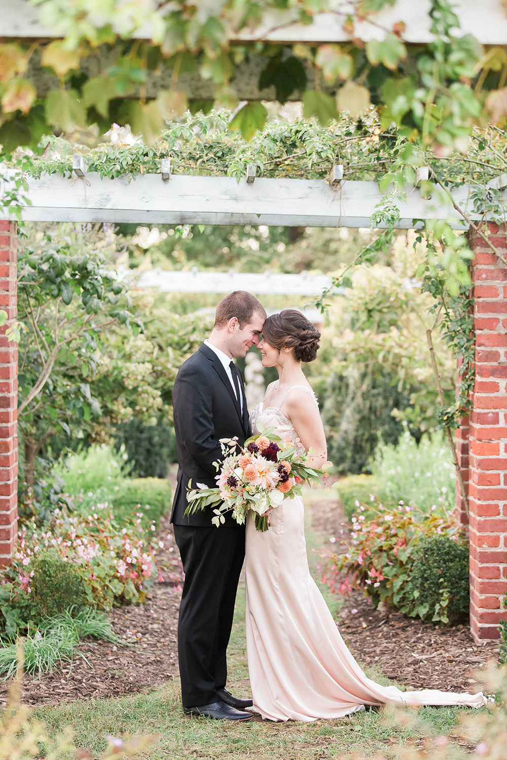 garden weddings - photo by Candice Adelle Photography http://ruffledblog.com/historic-garden-wedding-inspiration