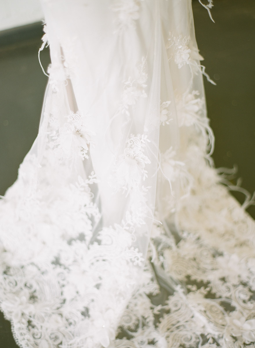 wedding dress with feather accents - photo by Qlix Photography http://ruffledblog.com/wedding-elegance-with-understated-beauty