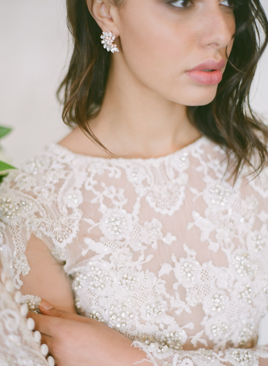 wedding dress details - photo by Qlix Photography http://ruffledblog.com/wedding-elegance-with-understated-beauty