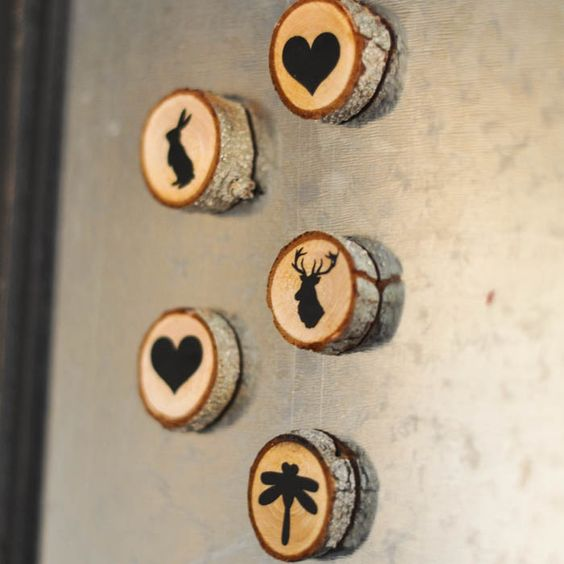 wood slice magnets as wedding guest favors