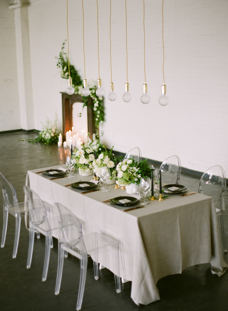 modern wedding receptions - photo by Qlix Photography http://ruffledblog.com/wedding-elegance-with-understated-beauty