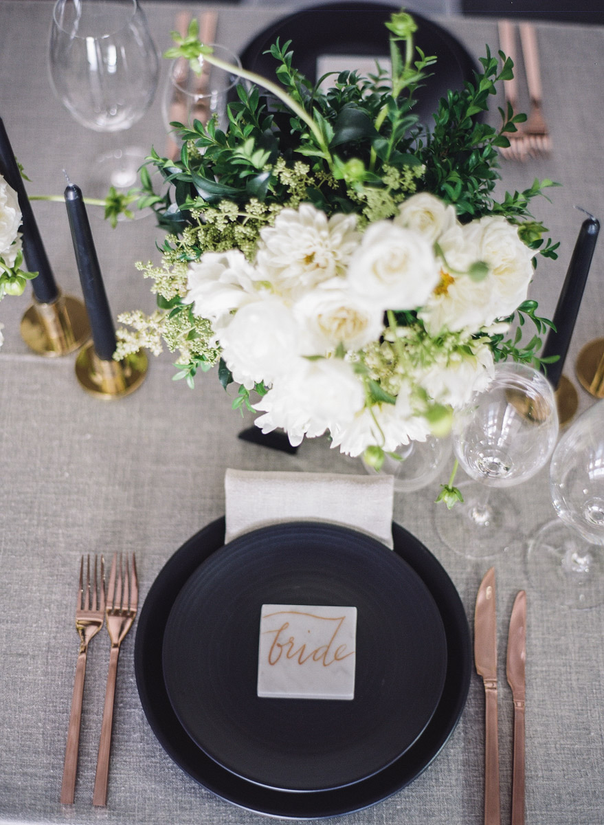 modern table settings - photo by Qlix Photography http://ruffledblog.com/wedding-elegance-with-understated-beauty
