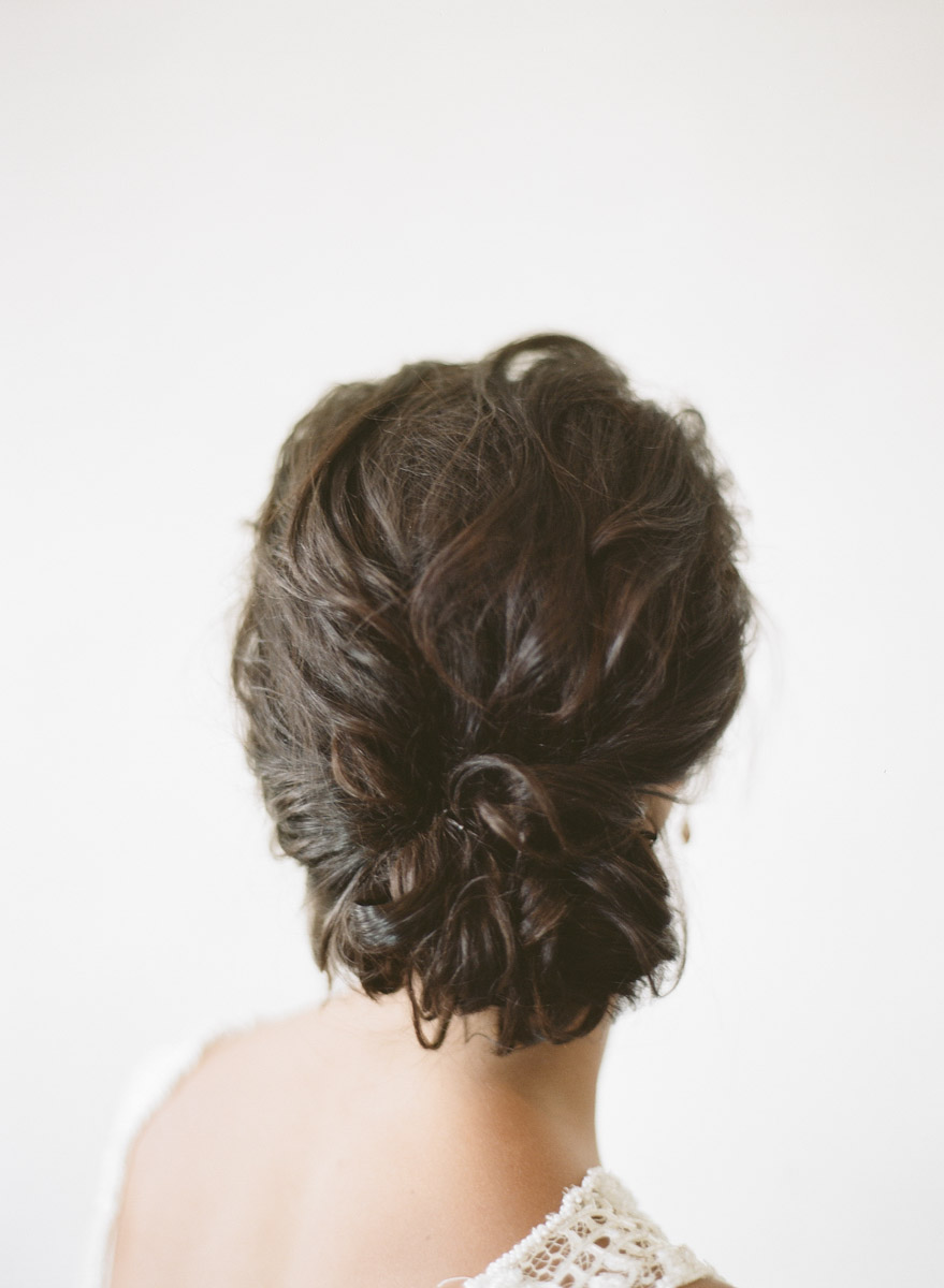 wedding hair - photo by Qlix Photography http://ruffledblog.com/wedding-elegance-with-understated-beauty