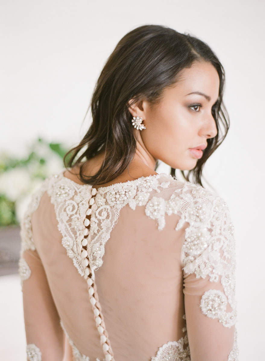 bridal wedding gown - photo by Qlix Photography http://ruffledblog.com/wedding-elegance-with-understated-beauty