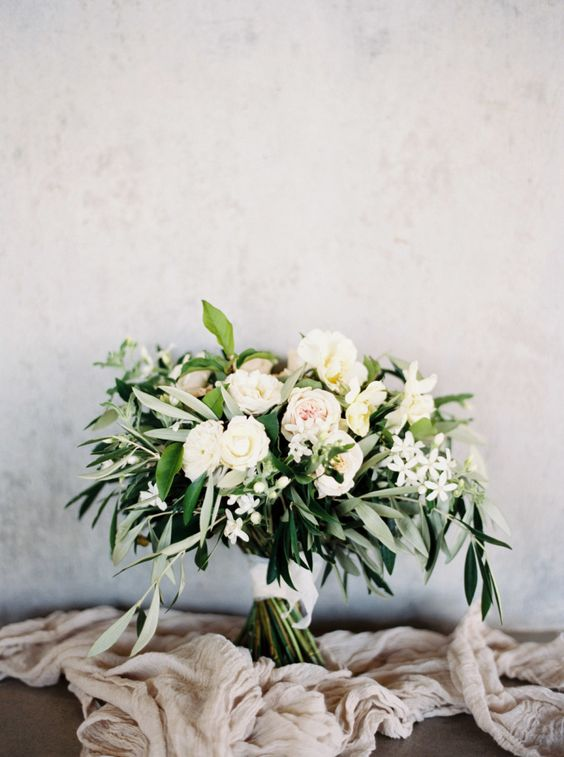 messy textural bridal bouquet wwith lots of greenery looks very refreshing