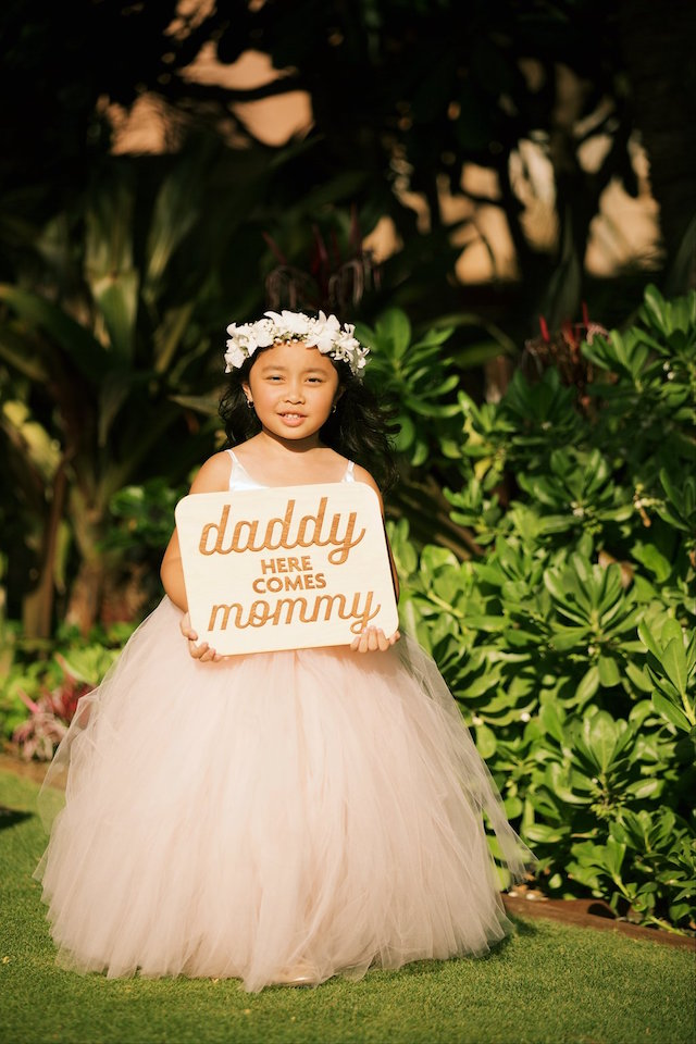 Here comes the bride sign | Anna Kim Photography