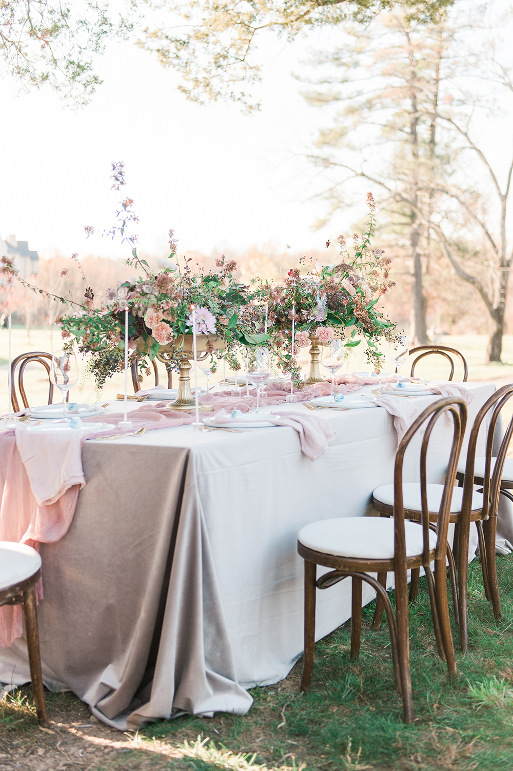 organic weddings - photo by Jenny B Photos http://ruffledblog.com/ethereal-wedding-inspiration-with-vintage-accents