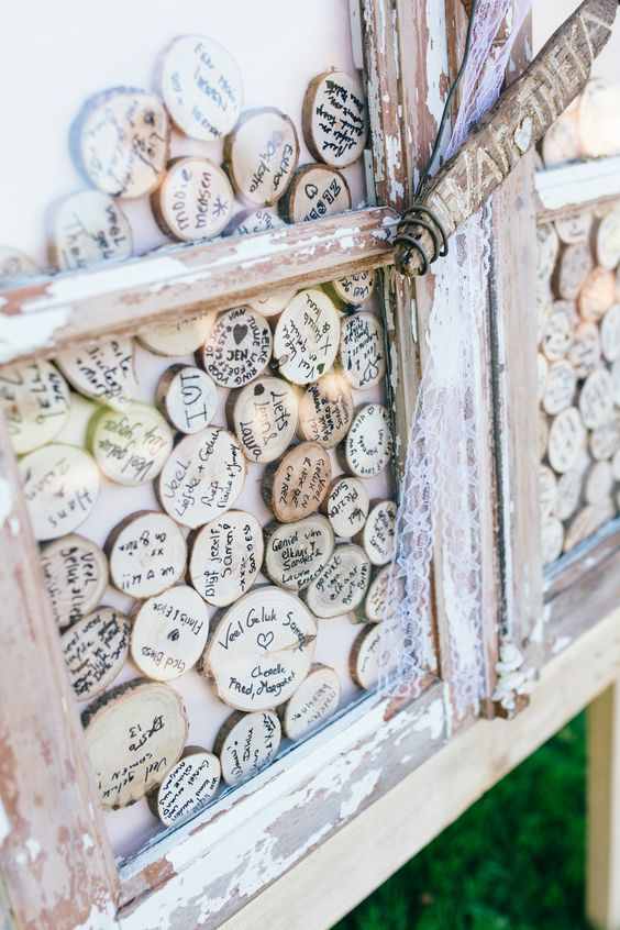wood slices guest book is a super creative idea