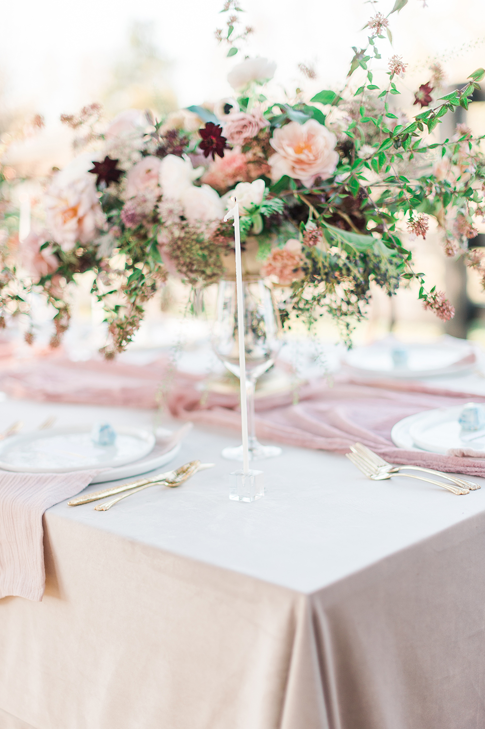 wedding tables - photo by Jenny B Photos http://ruffledblog.com/ethereal-wedding-inspiration-with-vintage-accents
