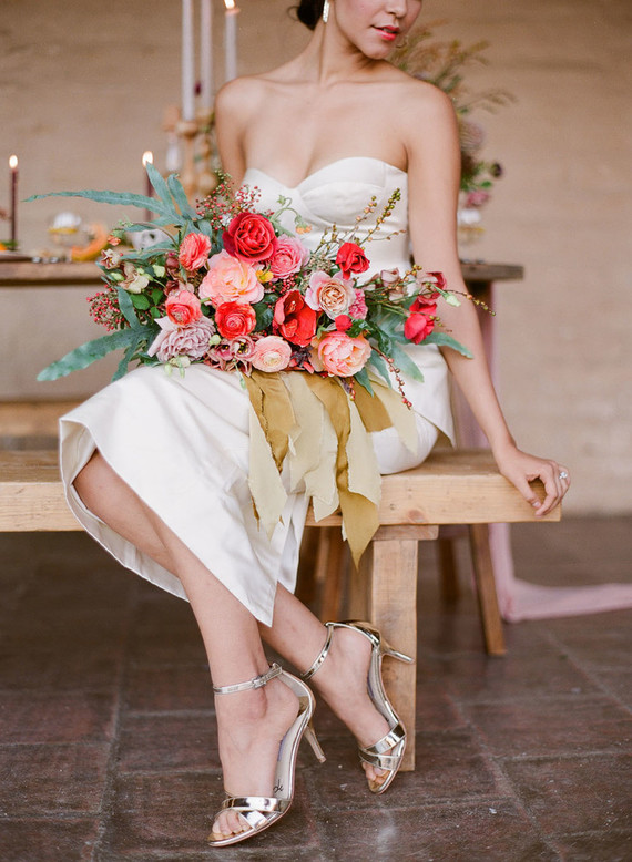 This awesome modern wedding shoot was inspired by the colors of the 60s and 70s, and its bold shades create a cool mood