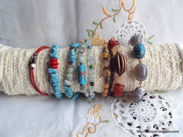 DIY packaging materials bracelet holder (via https:)