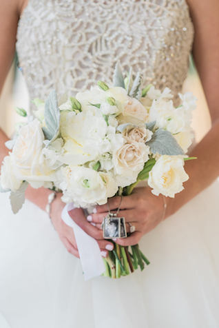 White and cream bridal bouquet | Starfish Studios