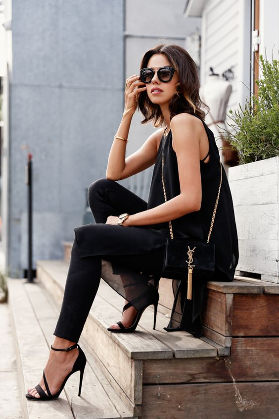 black jeans, a chic flowy top and high heels for a date look