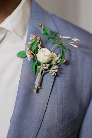 Unique boutonnière | #aislesocietyexperience @aislesociety presented by @minted | Brkyln View Photography