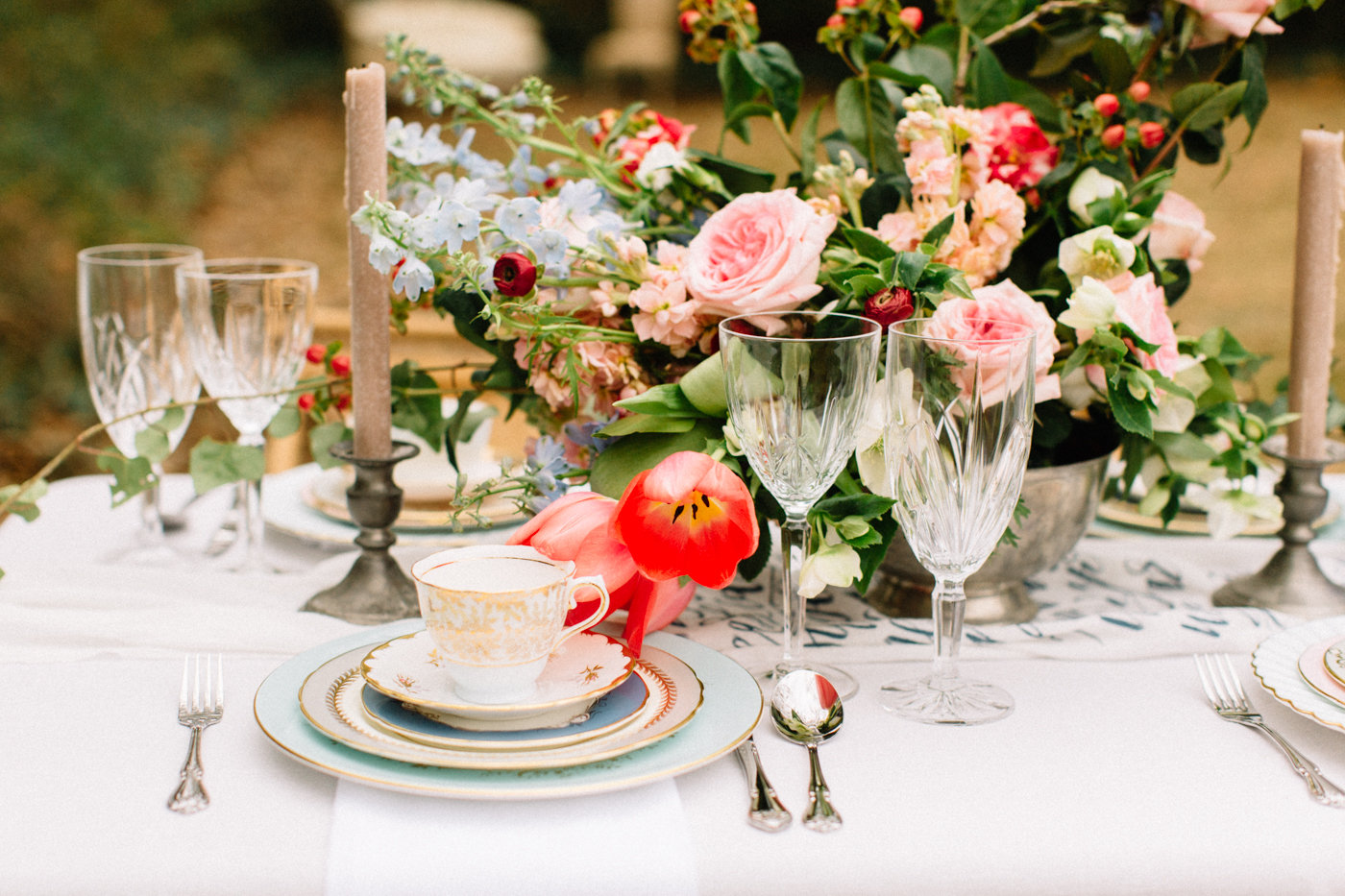 wedding tablescapes - photo by 4 Corners Photography http://ruffledblog.com/backyard-elopement-inspiration-for-valentines-day