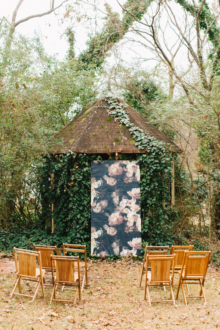 backyard garden ceremonies - photo by 4 Corners Photography http://ruffledblog.com/backyard-elopement-inspiration-for-valentines-day